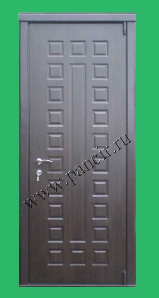 Высокая нестандартная металлическая дверь