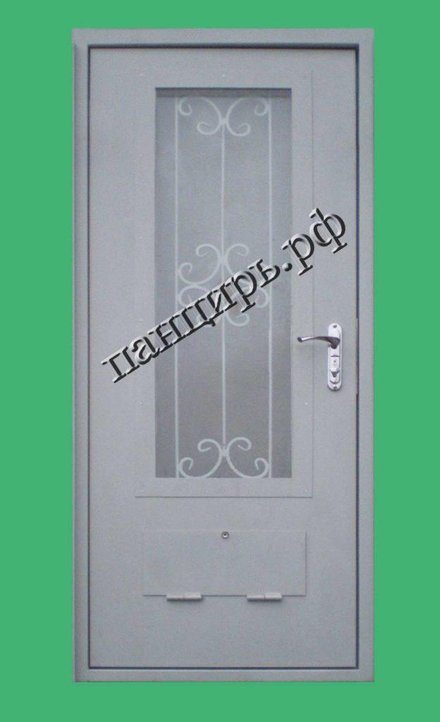 Дверь в котельную с окном, решеткой и вентиляцией. Вид изнутри
