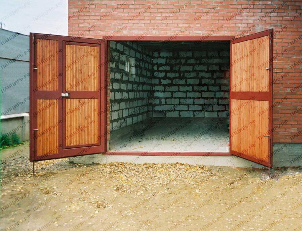 теплые распашные гаражные ворота с вагонкой