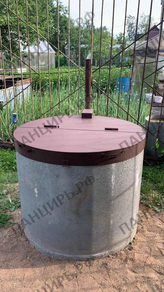 металлическая крышка на колодец