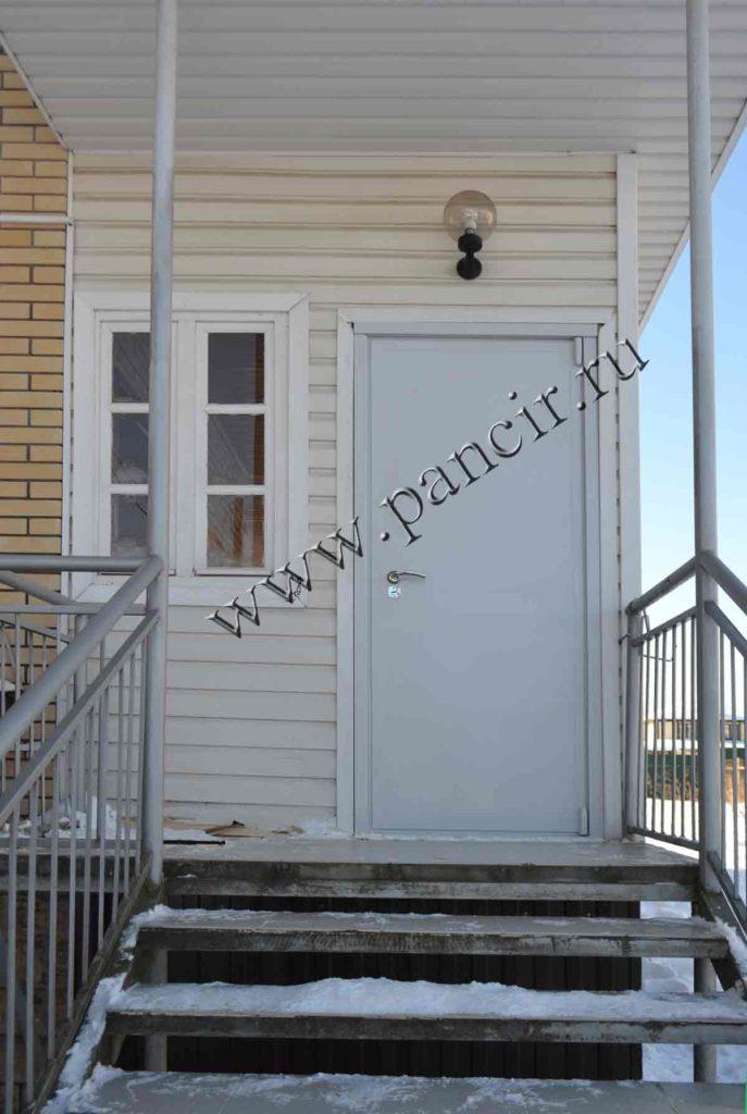 теплая металлическая дверь