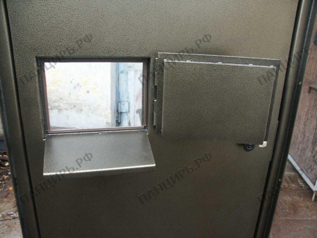 окно с полкой в двери