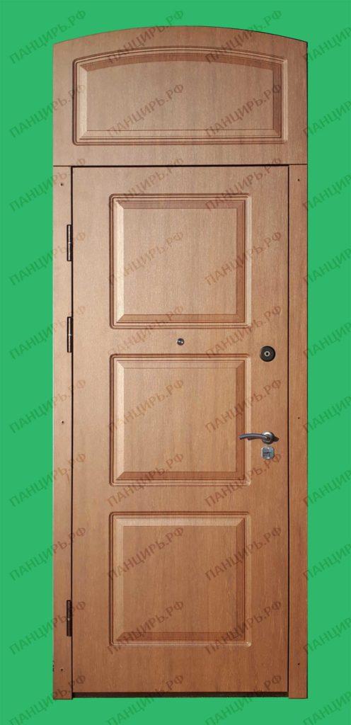 высокая дверь в старый фонд