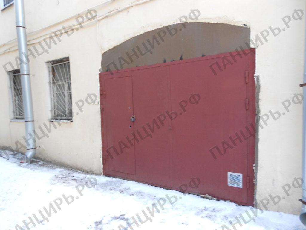 гаражные ворота в доме старого фонда