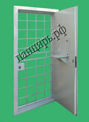 дверь в кассу с решеткой